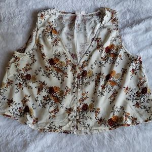 *3 for $15* NWOT Floral Button Tank